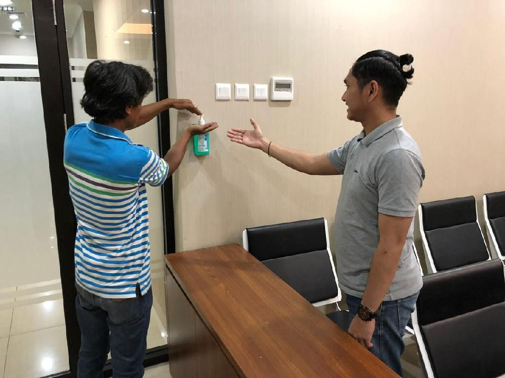 Cegah Corona, Suhu Tubuh Tiap Orang Masuk Kantor Bareskrim Diperiksa