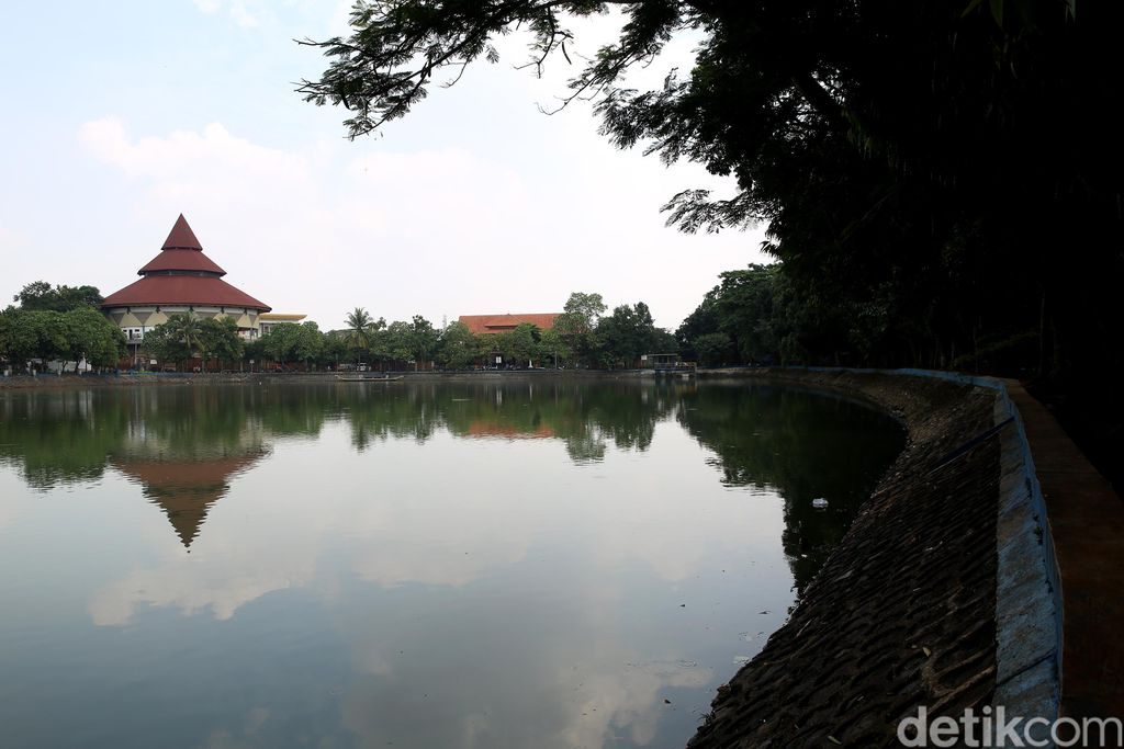 Dozens of tourist destinations in the capital have been forced to temporarily close due to the spread of the corona virus.  The Betawi cultural village of Setu Babakan was also closed.