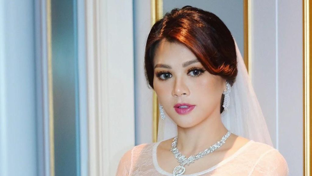 Foto: Pesona Adinda Bakrie Tampil Simple Elegan Saat Menikah Lagi