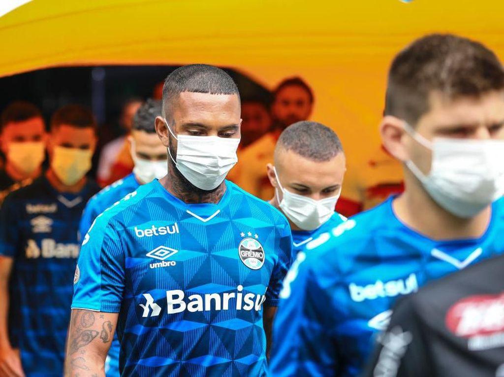 Liga Brasil Lanjut Terus, Pemain Gremio Masuk Lapangan Memakai Masker