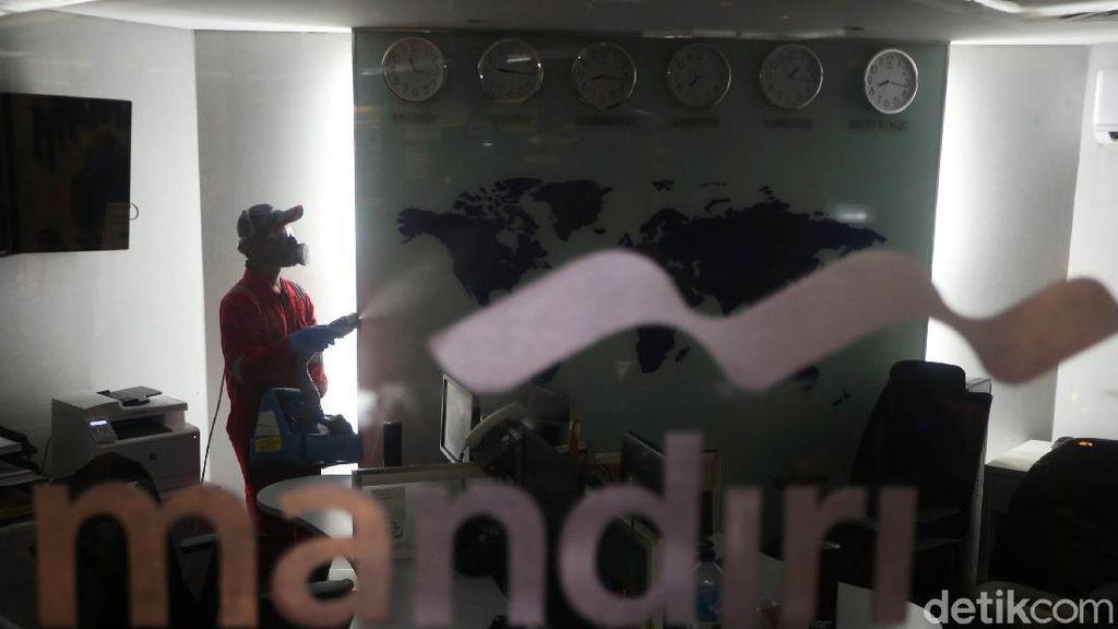 Penyemprotan Disinfektan di Bank Mandiri