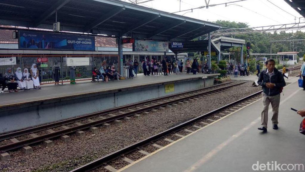 Stasiun Bekasi Lengang Pagi Ini