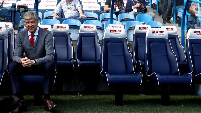 HUDDERSFIELD, ENGLAND - MAY 13:  Arsene Wenger, Manager of Arsenal looks on prior to the Premier League match between Huddersfield Town and Arsenal at John Smiths Stadium on May 13, 2018 in Huddersfield, England.  (Photo by Catherine Ivill/Getty Images)