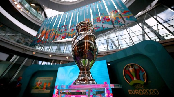 LONDON, ENGLAND - SEPTEMBER 21:  The UEFA European Championship trophy is displayed next to the logo for the UEFA EURO 2020 tournament and the individual city logos during the UEFA EURO 2020 launch event for London at City Hall on September 21, 2016 in London, England.  (Photo by Dan Istitene/Getty Images)