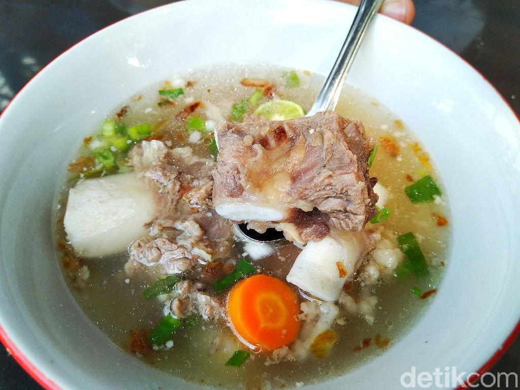 Resep Sop Iga Berkuah Bening dengan Daging Empuk