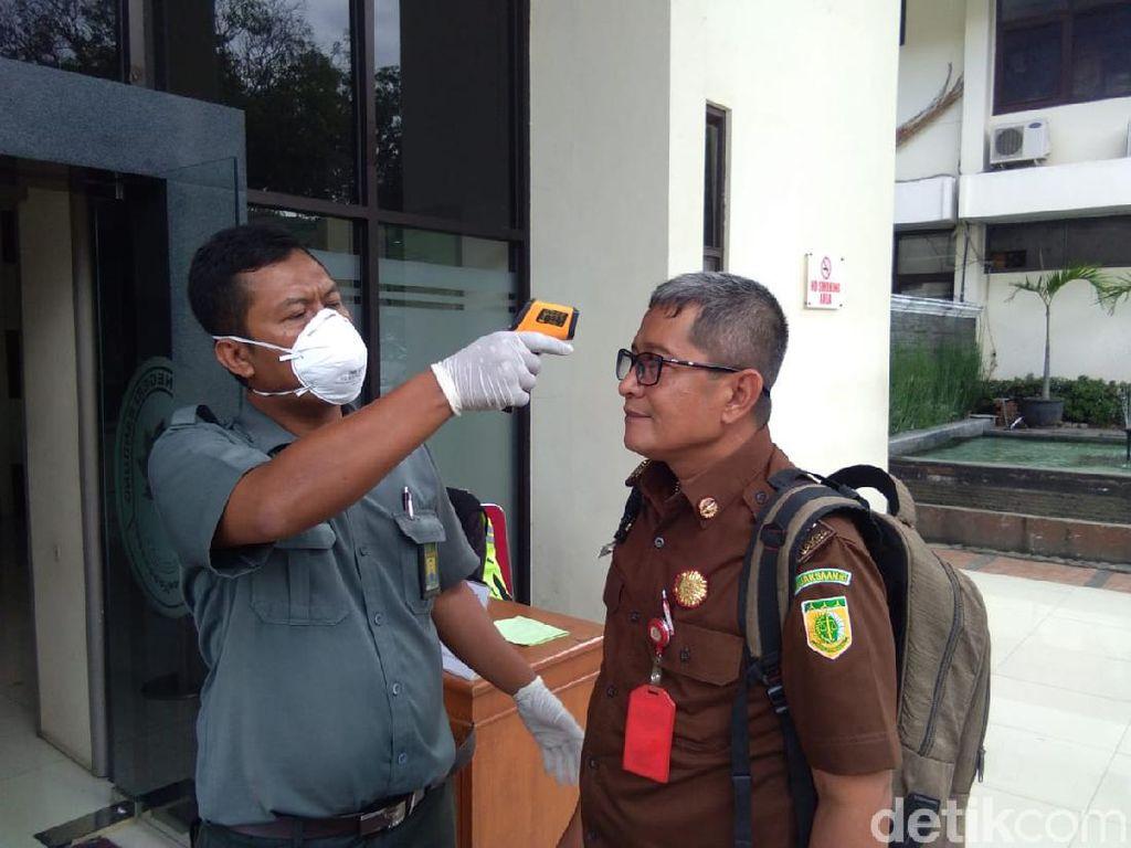Hakim Bersuhu Tubuh Lebih 38 Derajat Dilarang Masuk PN Bandung