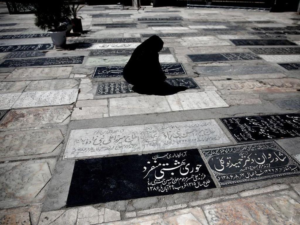 Badai Corona, Iran Bangun Kuburan Massal?