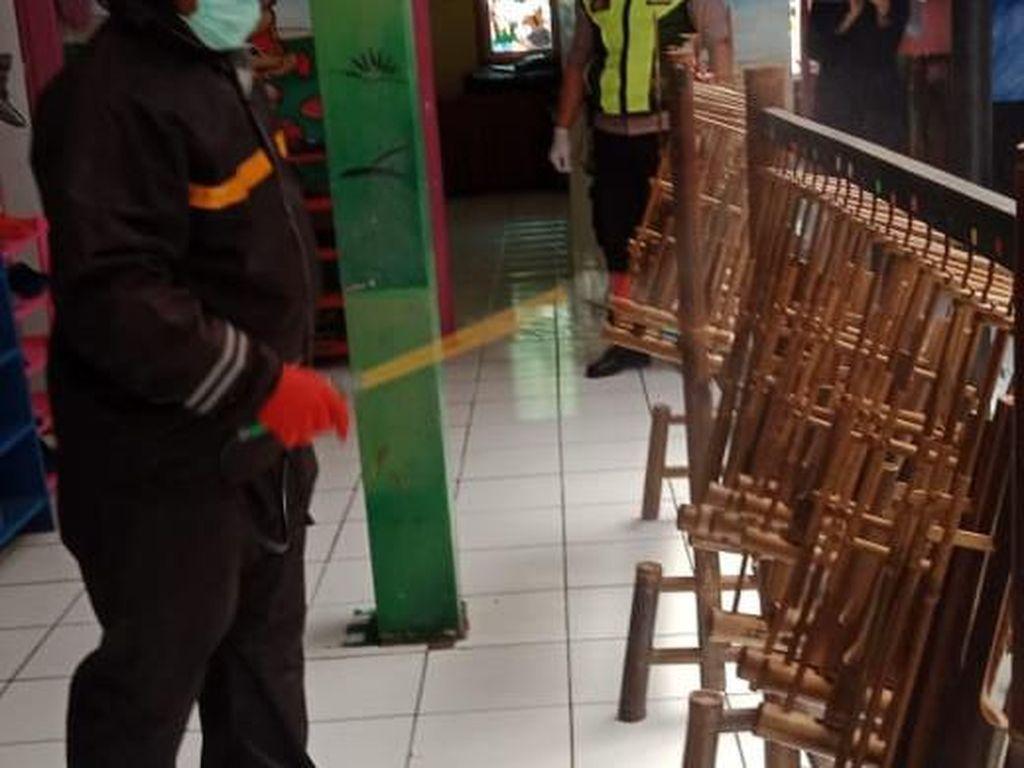 Corona Mewabah, Polresta Bandung Semprotkan Disinfektan di TK Binaan