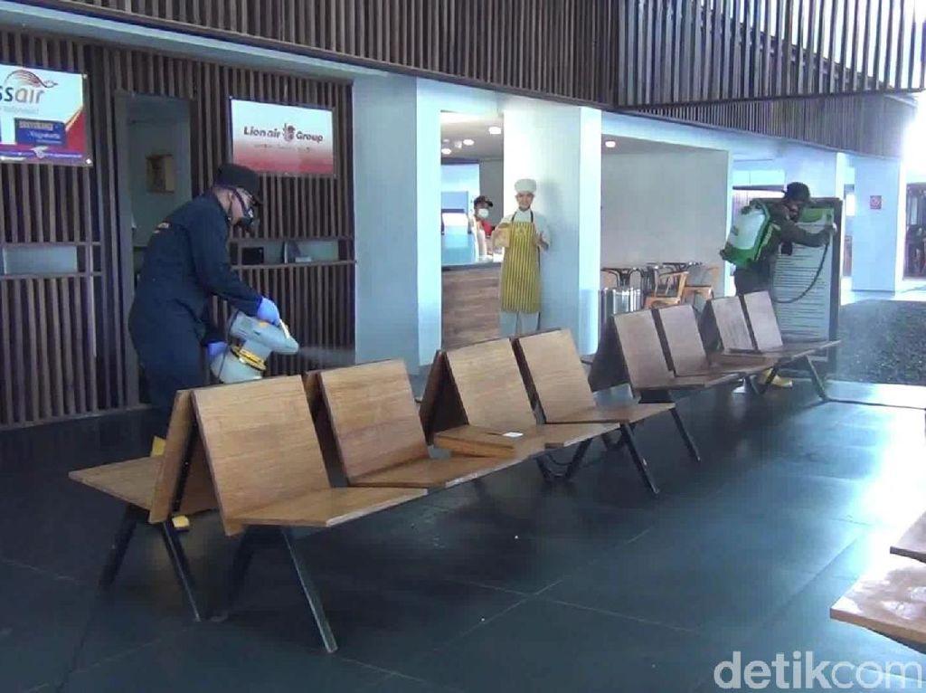 Bandara Banyuwangi Disemprot Desinfektan Antisipasi Covid-19
