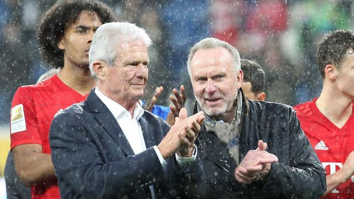 Co-founder of German software company SAP and chief financial backer of German first division Bundesliga football club TSG Hoffenheim Dietmar Hopp (2ndL) and Bayern Munichs CEO Karl-Heinz Rummenigge applaud  on the pitch after the suspension of the German first division Bundesliga football match Hoffenheim v Bayern Munich on February 29, 2020 in Sinsheim. (Photo by Daniel ROLAND / AFP) / DFL REGULATIONS PROHIBIT ANY USE OF PHOTOGRAPHS AS IMAGE SEQUENCES AND/OR QUASI-VIDEO