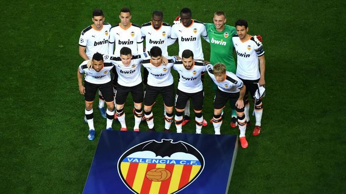 VALENCIA, SPAIN - MARCH 10: (FREE FOR EDITORIAL USE)  In this handout image provided by UEFA, Valencia team pose for a photo ahead of the UEFA Champions League round of 16 second leg match between Valencia CF and Atalanta at Estadio Mestalla on March 10, 2020 in Valencia, Spain. (Photo by UEFA - Handout via Getty Images)