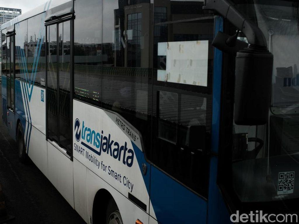Jam Operasi KRL dan TransJakarta Dibatasi, Catat Jadwalnya