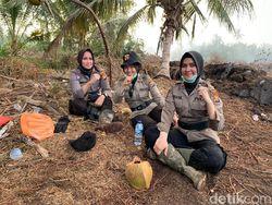 Sepekan Tinggalkan Rumah, 3 Srikandi Polri Ini Padamkan Karhutla di Riau