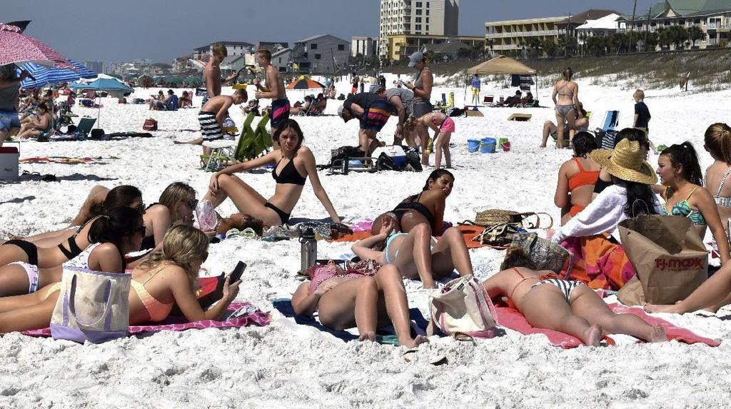 Ya Ampun! Ada Imbauan Social Distancing, Pantai Miami Masih Ramai Traveler