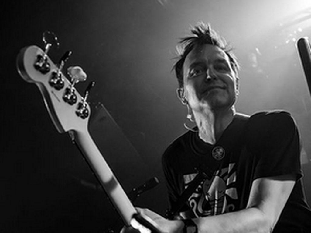 Hindari Corona, Mark Hoppus Blink-182 Jalani Social Distancing Ketat