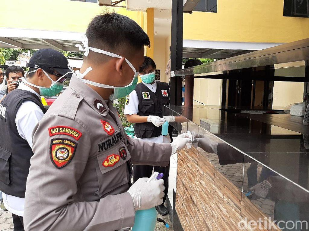 Ruang SPKT dan SKCK Probolinggo Kota Disemprot Disinfektan