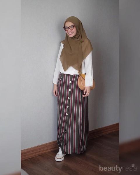 Santun Dan Stylish Begini Cara Memakai Hijab Segiempat Syari Ala Zaskia Sungkar