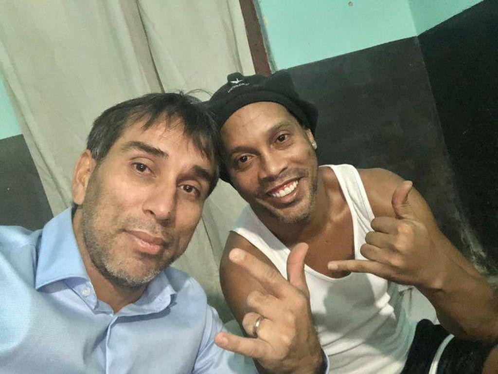 Ronaldinho Akhirnya Bebas dari Penjara