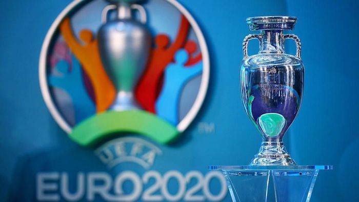 LONDON, ENGLAND - SEPTEMBER 21:  The UEFA European Championship trophy is displayed next to the logo for the UEFA EURO 2020 tournament during the UEFA EURO 2020 launch event for London at City Hall on September 21, 2016 in London, England.  (Photo by Dan Istitene/Getty Images)