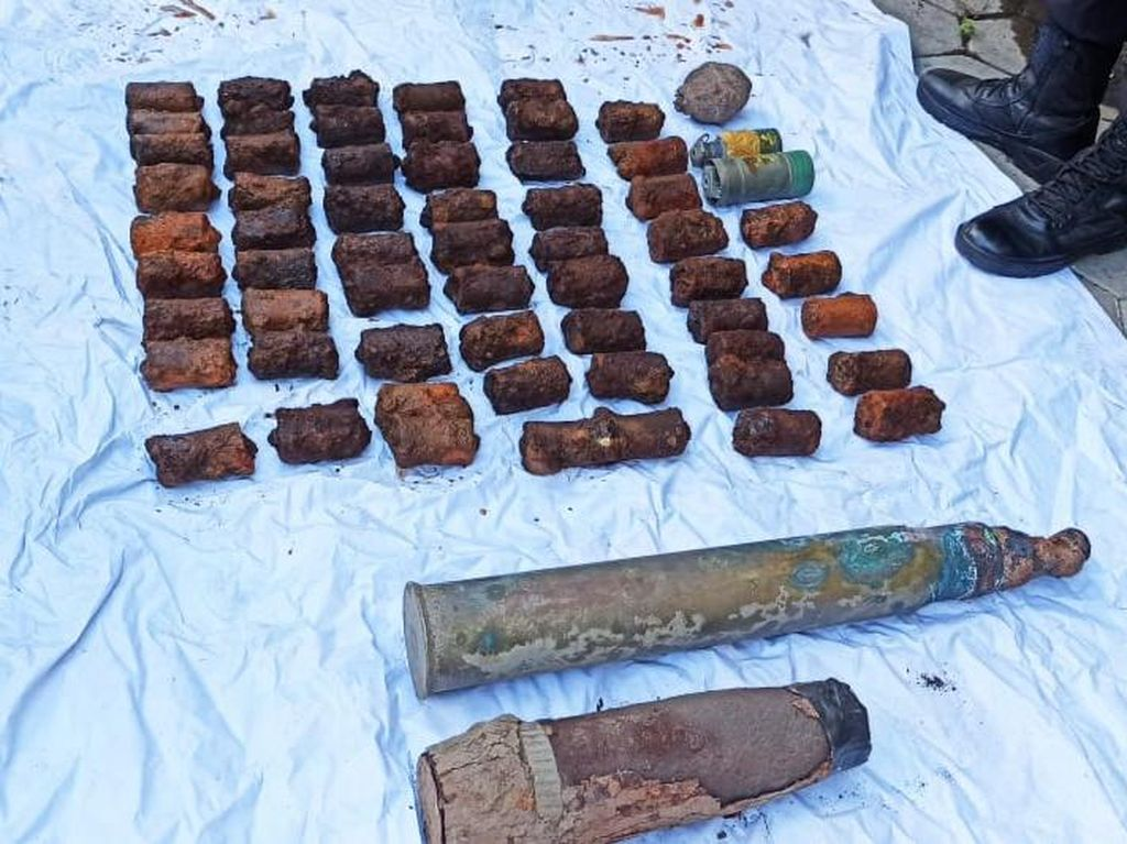 Polisi Banyuwangi Gelar Disposal Bahan Peledak Peninggalan Belanda dan Jepang