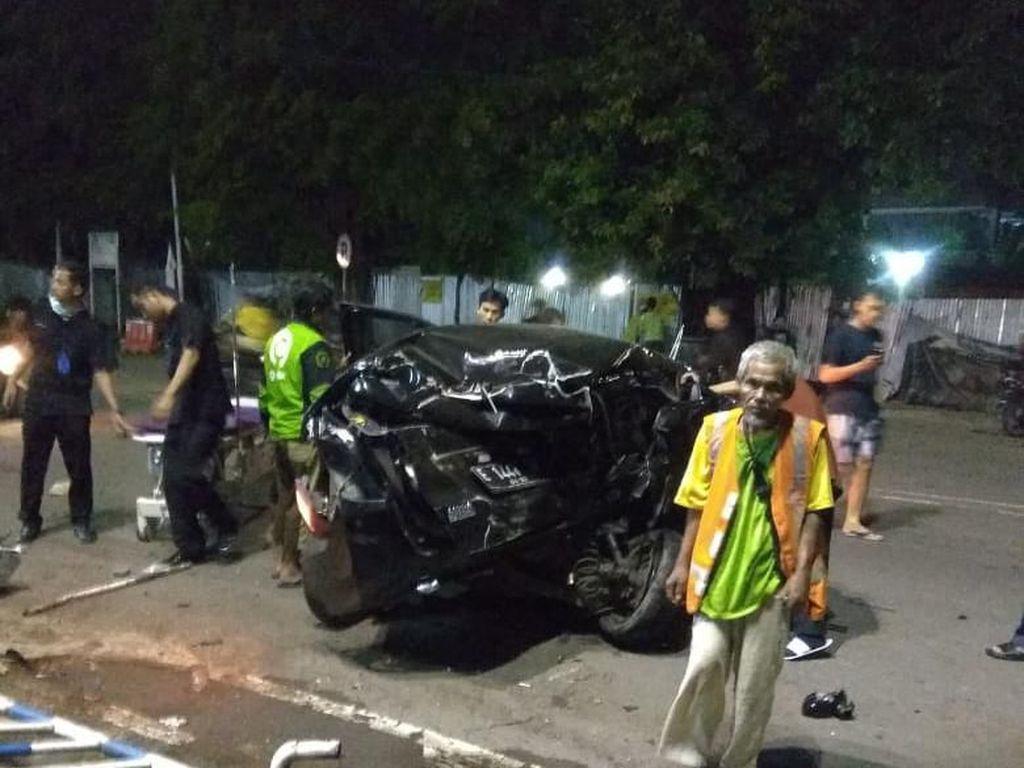Mangkal di Pinggir Jalan, Tukang Becak di Cirebon Tewas Ditabarak Minibus