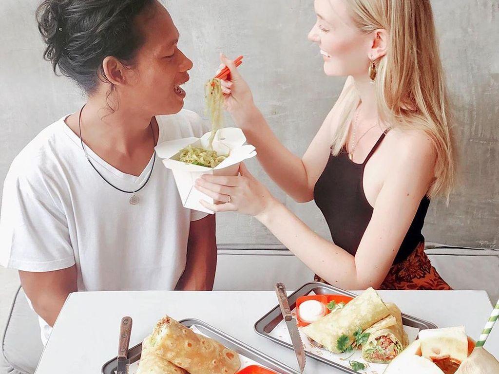 Cinta Tak Bersyarat! Mesranya Kulineran Bule Cantik dan Pria Asli Muntilan
