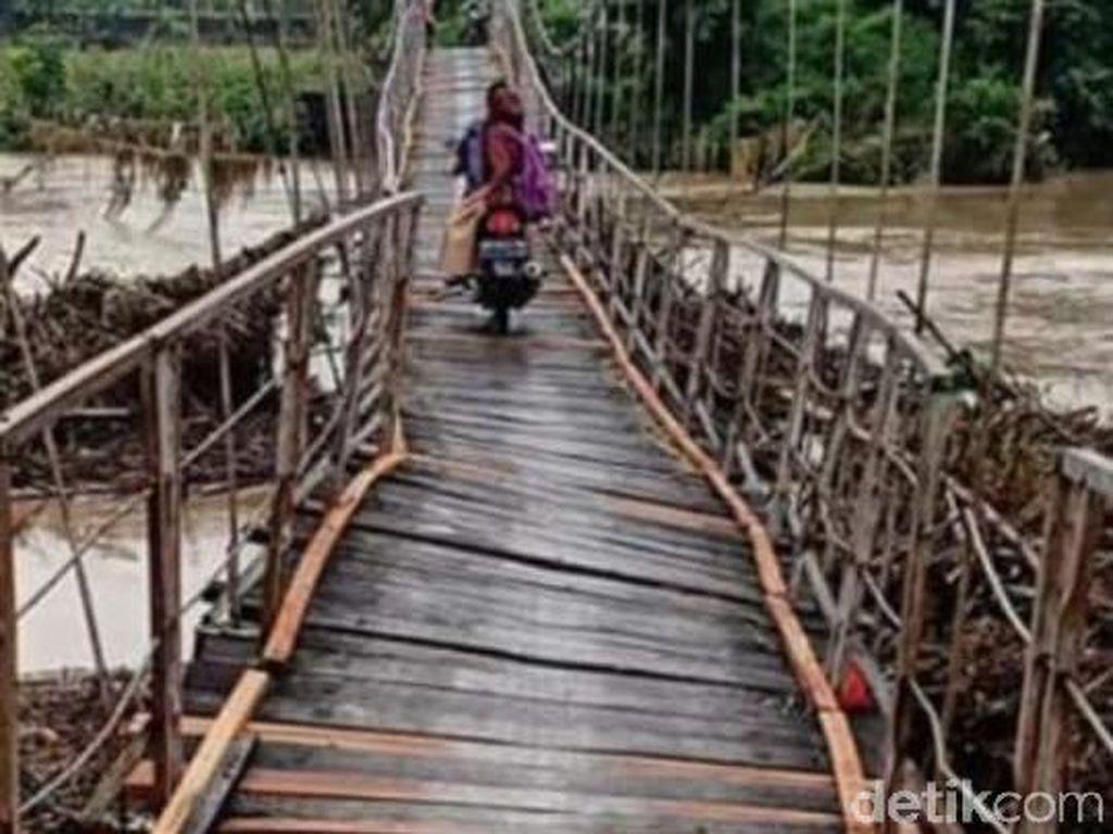 Dampak Hujan Deras di Boyolali, Jalan Putus hingga Jembatan Miring