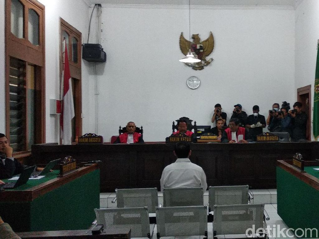 Kasus Suap Meikarta, Eks Sekda Jabar Iwa Karniwa Divonis 4 Tahun Bui