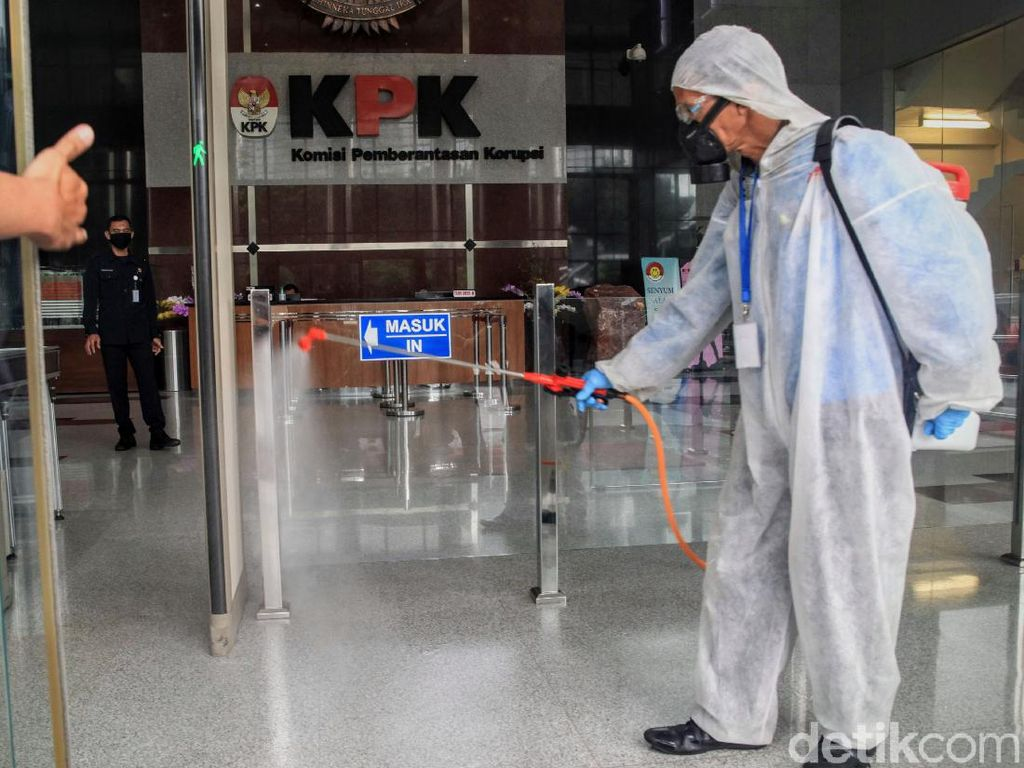 Cegah Corona, Gedung KPK Disemprot Disinfektan