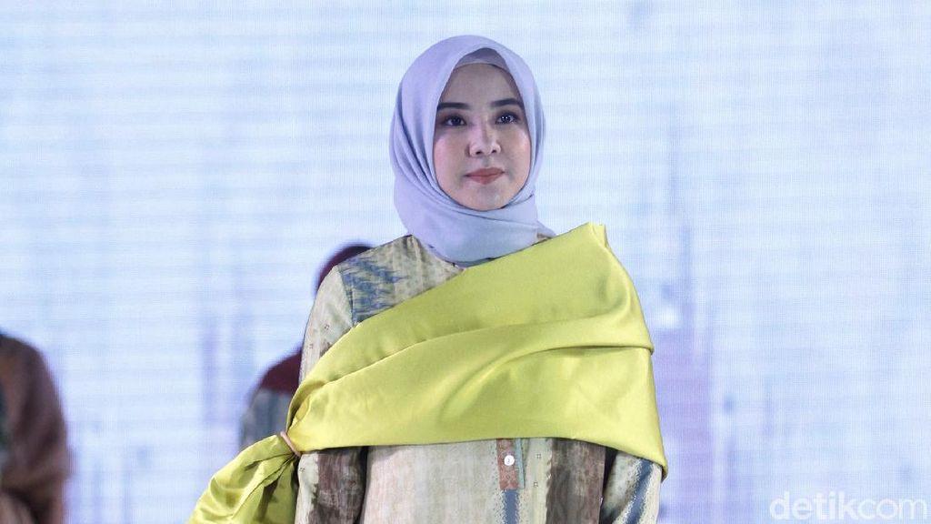 10 Koleksi Terbaru Busana Muslim Ria Miranda di Fashion Nation 2020