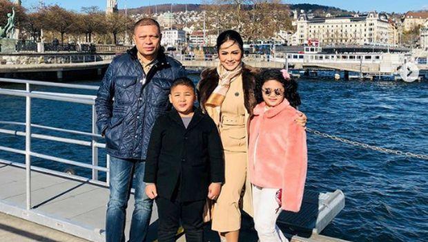 Foto liburan Krisdayanti dan keluarga kecilnya di Swiss