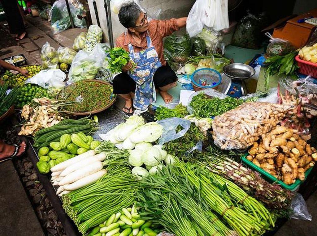 Terkait Virus Corona, Tips Aman Belanja di Pasar dan Selebgram Ancam Pelayan Resto