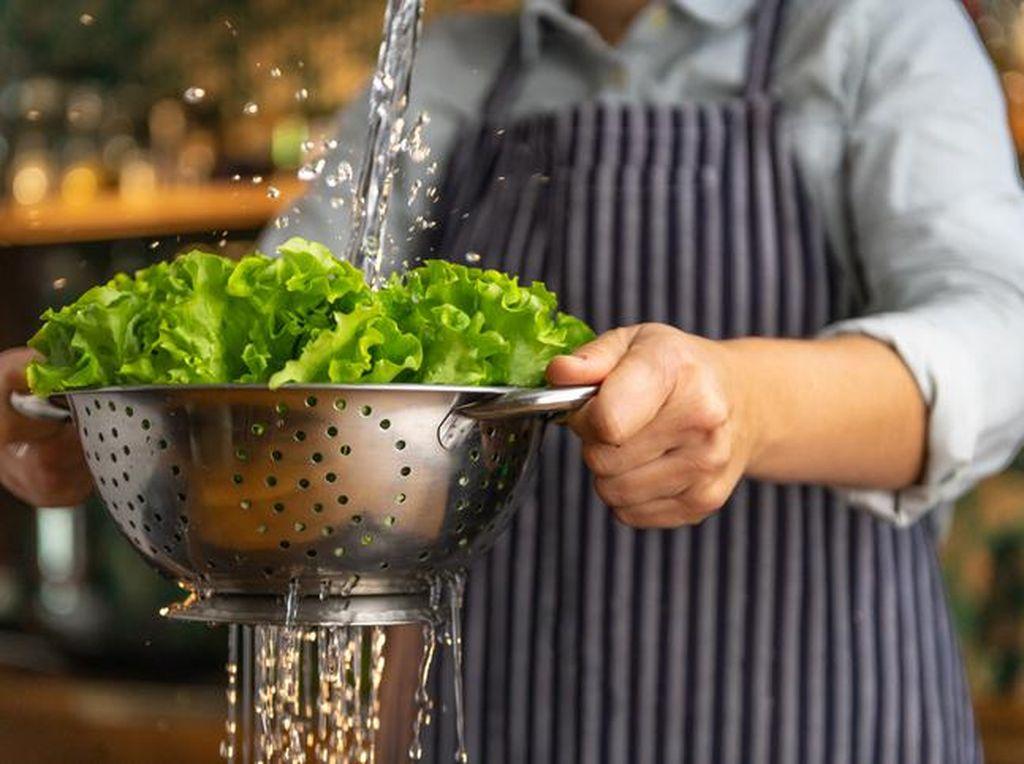 Cegah Virus Corona, Cuci Sayuran dan Buah dengan Cara Ini
