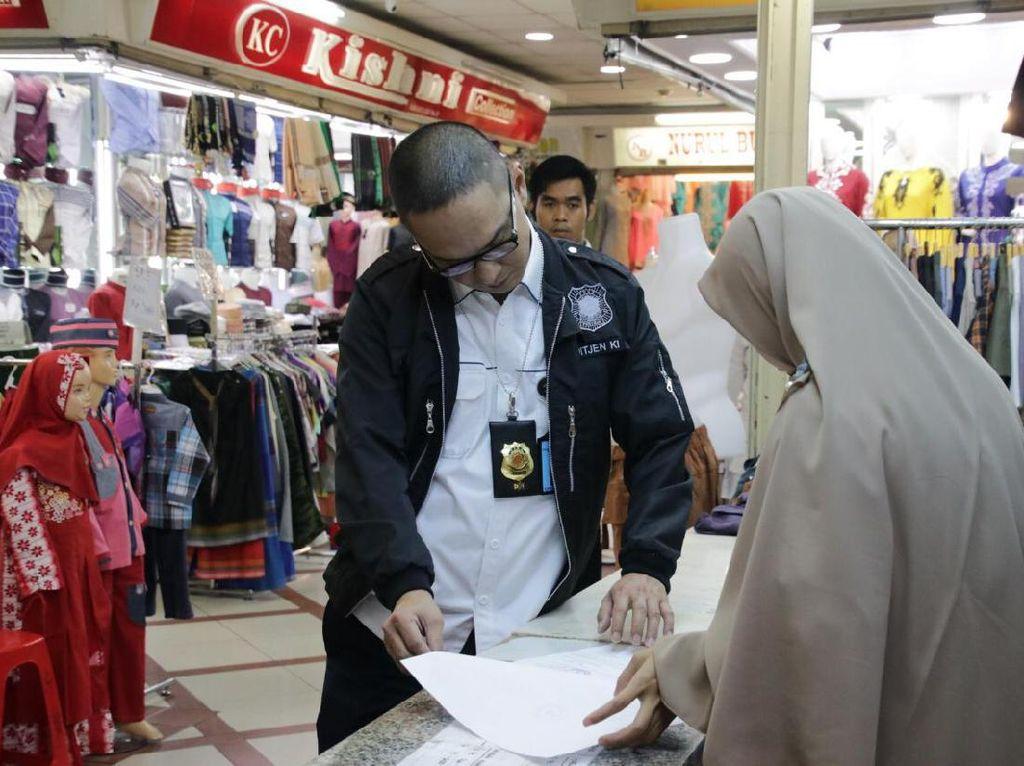 Razia Merek di Pasar Tanah Abang, DJKI Sita Puluhan Baju Gamis Wakanda