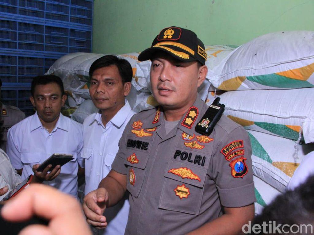 Polisi Madiun Gerebek Toko Pakan Burung yang Diduga Timbun 4,5 Ton Gula