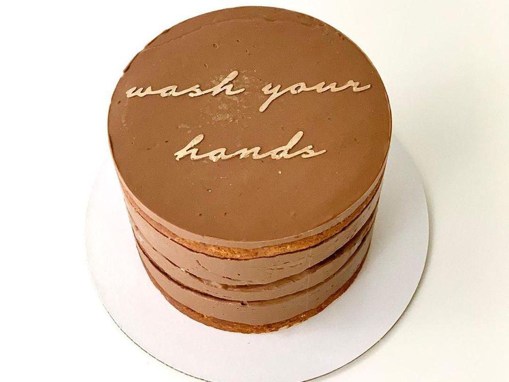 Terinspirasi dari Virus Corona, Toko Kue Ini Jual Cake Tema Karantina