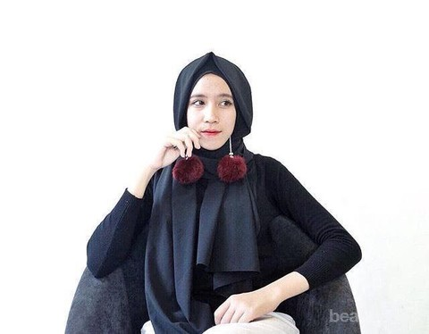 Hijabers Begini Cara Memakai Aksesoris Anting Sesuai Model Hijab Kamu