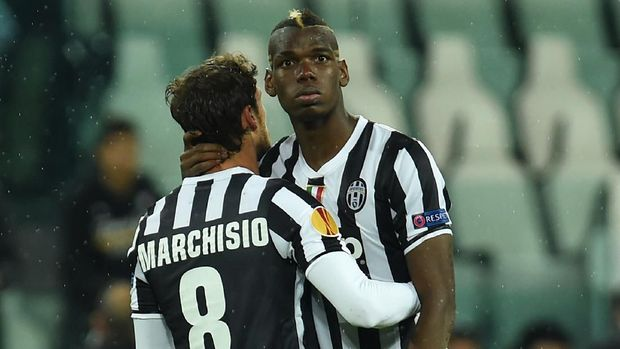 TURIN, ITALY - MAY 01:  Paul Pogba (R) and Claudio Marchisio of Juventus show their dejection at the end of the UEFA Europa League semi final match between Juventus and SL Benfica at Juventus Arena on May 1, 2014 in Turin, Italy.  (Photo by Valerio Pennicino/Getty Images)