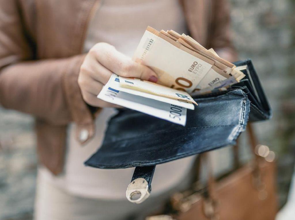 Benarkah Uang Bisa Sebarkan Virus Corona? Ini Kata Pakar Kesehatan
