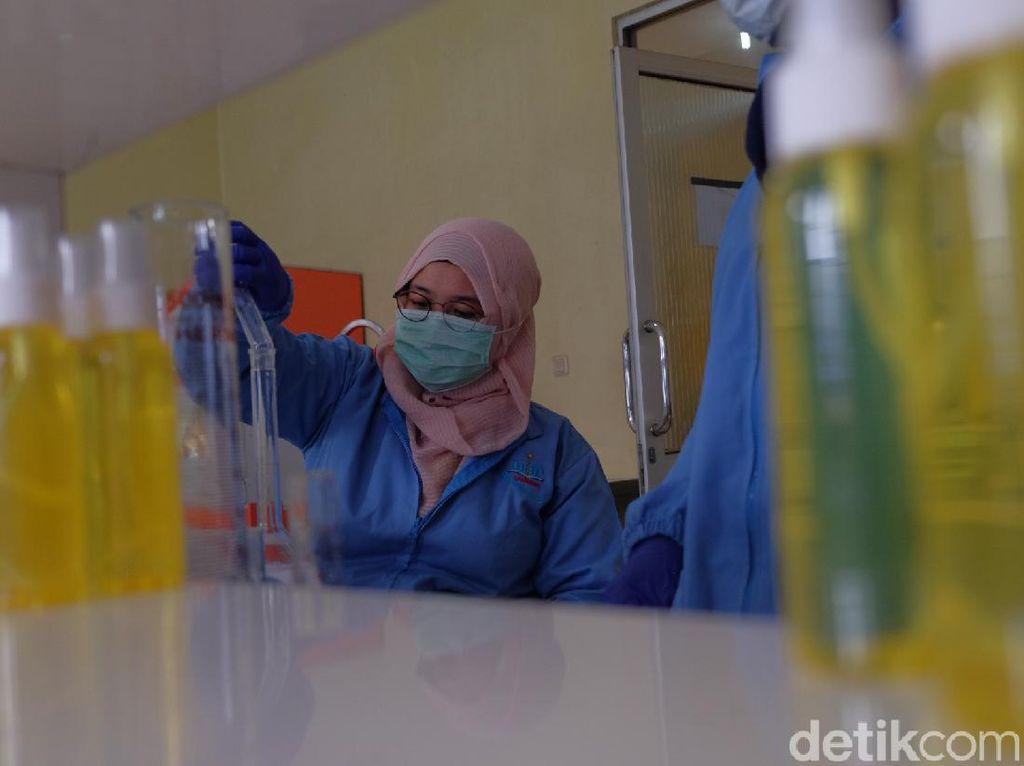 Pandemi Corona, Mahasiswa Karawang Bikin Hand Sanitizer Standar WHO