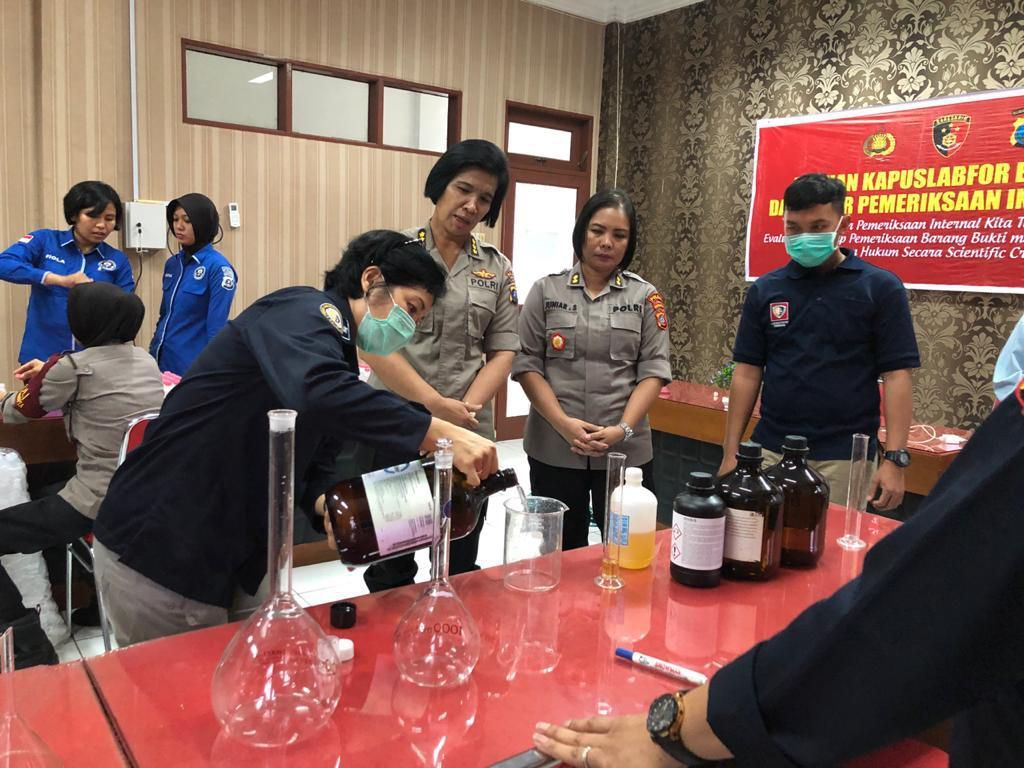 Polda Sumut Bekali Anggota Hand Sanitizer Standar WHO untuk Cegah Corona