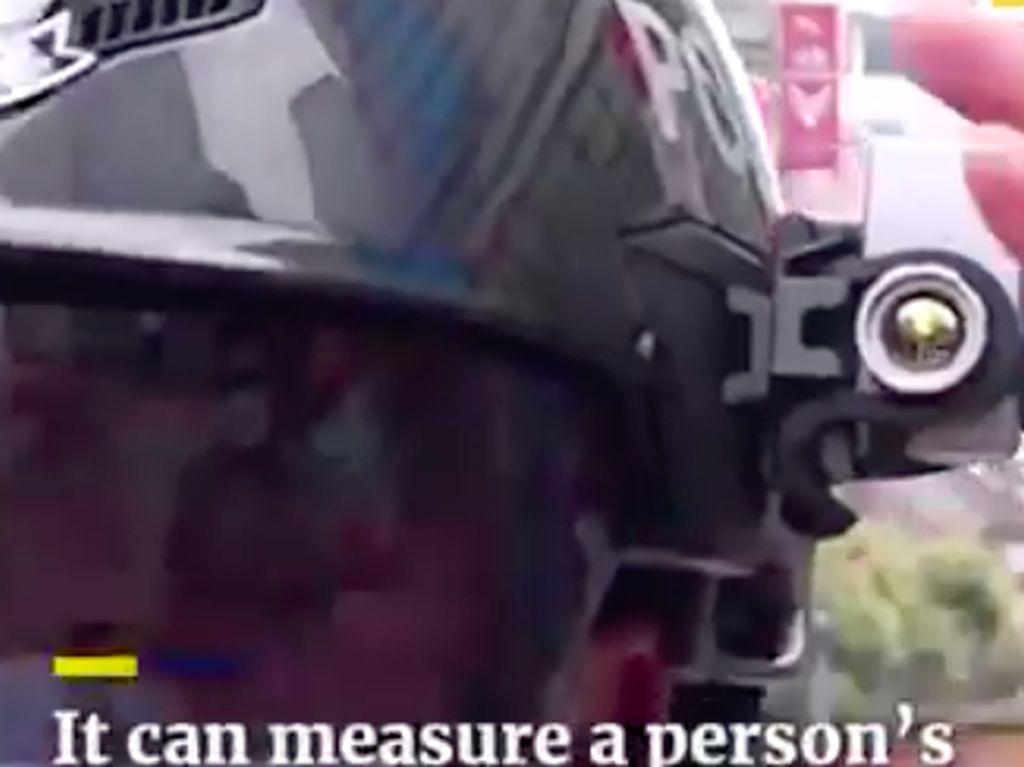 Helm Anti Corona Polisi China
