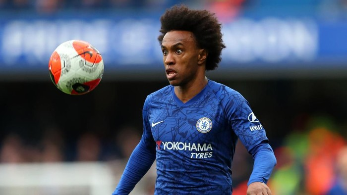 LONDON, ENGLAND - FEBRUARY 22: Willian of Chelsea during the Premier League match between Chelsea FC and Tottenham Hotspur at Stamford Bridge on February 22, 2020 in London, United Kingdom. (Photo by Catherine Ivill/Getty Images)