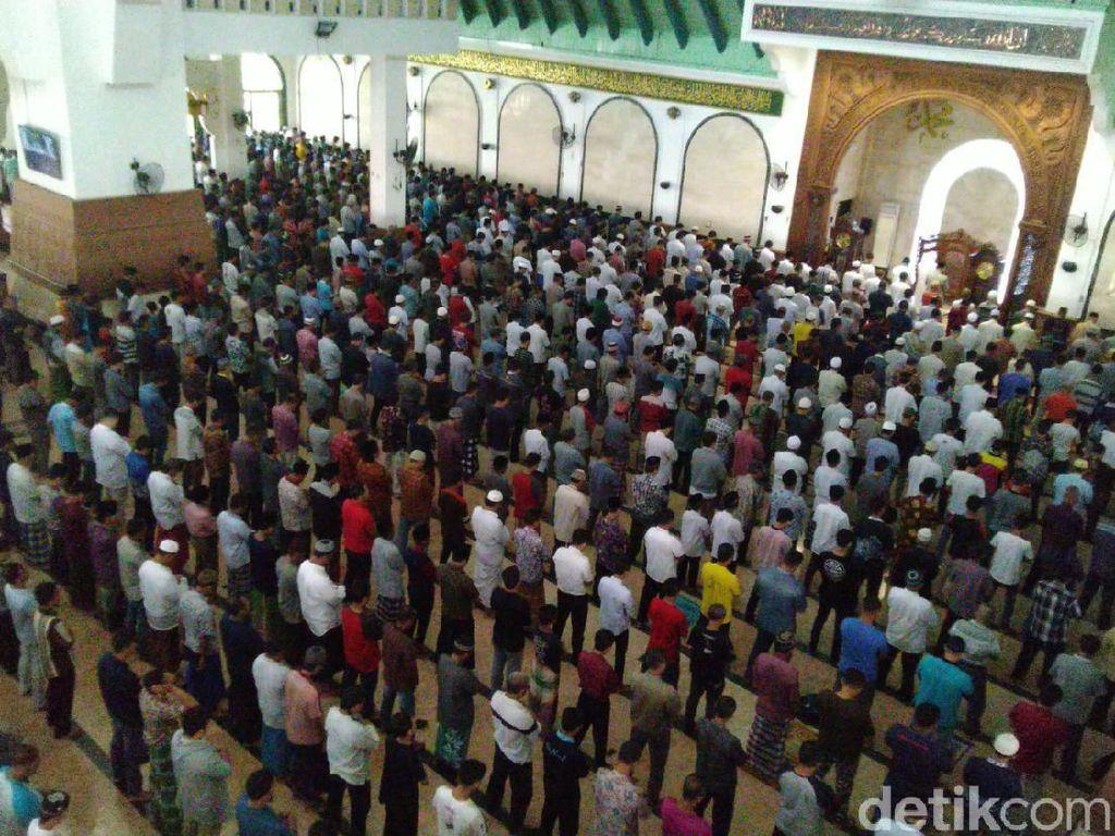 Screening Jemaah dan Saf Renggang di Salat Jumat MAJT Semarang