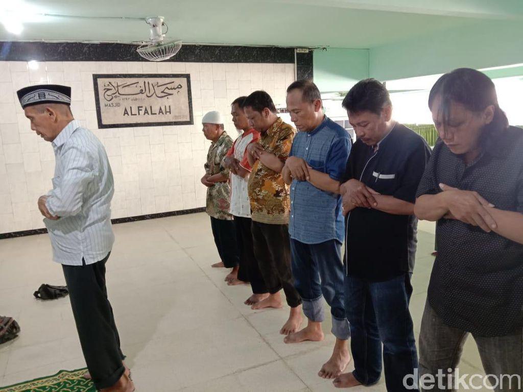 Ditiadakan, Jemaah Masjid Al Falah Ngotot Gelar Salat Jumat dan Zuhur