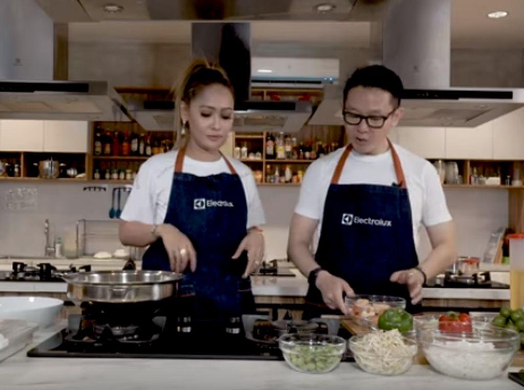 Resep Kwetiaw Goreng Ala Inul Daratista dan Chef Eddrian Tjhia