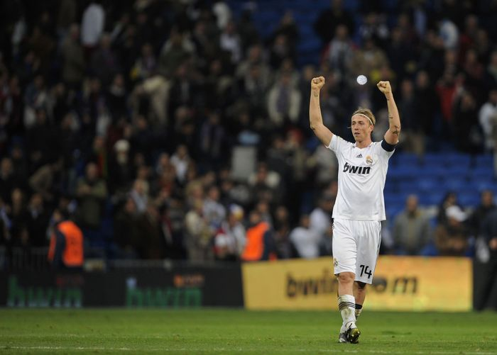 MADRID, SPAIN - NOVEMBER 08: Guti of Real Madrid celebrates after beating Malaga 4-3 during the La Liga match between Real Madrid and Malaga at the Santiago Bernabeu stadium on November 8, 2008 in Madrid, Spain.  (Photo by Denis Doyle/Getty Images)