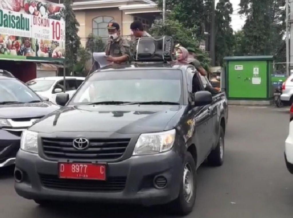 Cegah Corona, Satpol PP Bandung Keliling Kota Beri Imbauan ke Warga