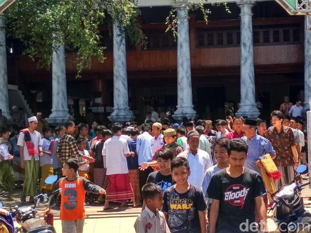 Jumatan di Rembang Ramai Jemaah, Khatib Lantunkan Doa Tolak Bala