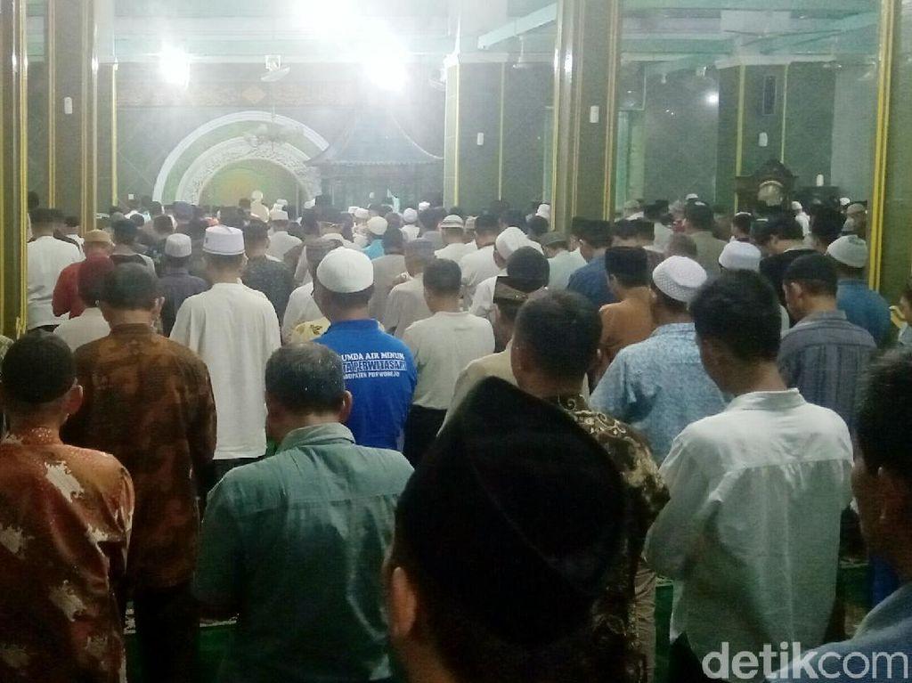 Suasana Salat Jumat di Masjid Jami Purworejo Siang Ini